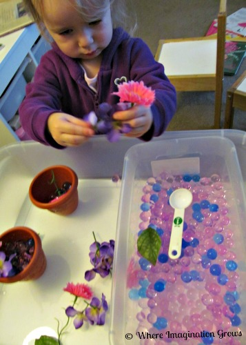 water beads &  flowers spring sensory play