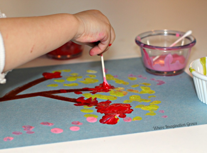 Q-Tip Tree Craft for Preschoolers and Toddlers. Simple art for kids!