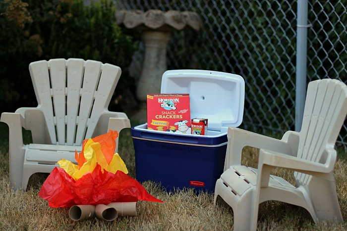 Simple camping pretend play activity with free printables for preschoolers! #hoizonsnacks